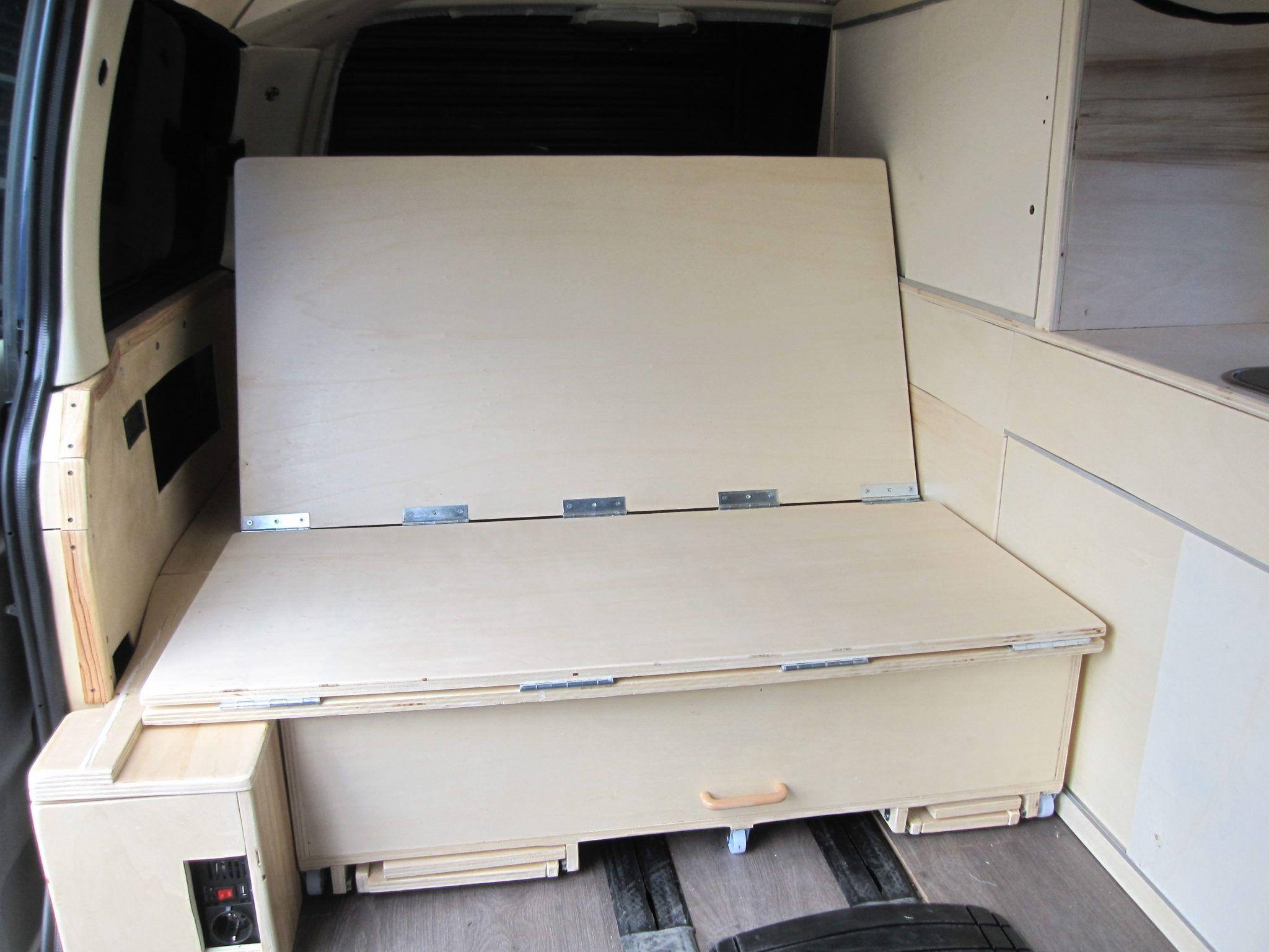 Muebles furgoneta viajando a itaca for Muebles en bruto